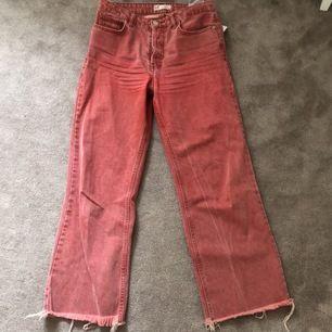 Jättesnygga jeans från Zara! Har tyvärr blivit för små, därför säljer jag de!✨🍀👍 Supercool färg