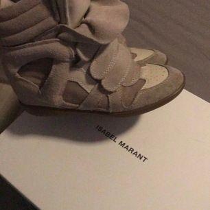 Nypris: runt 5000,  Säljer mina äkta Isabel Marant skor dem är använda men har mycket kvar att ge