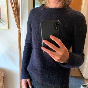 Blå Ull/Mohair tröja från Inwear i stlk XS. Värmer bra och sitter rätt tajt mot kroppen. Nypris 800kr.