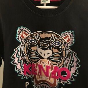 äkta Kenzo tröja köpt för ca 2000kr 💕 går inte lägre i pris!!! FRAKT INGÅR I PRISET