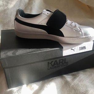 Helt nya Karl Lagerfeld x Puma Suede Classics i stl 41, med original kartong ✨ hämtas i Malmö eller skickas mot frakt ⭐️