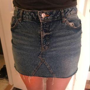 Sjukt söt jeanskjol från H&M som tyvärr inte kommer till användning!