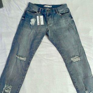 skit snygga mom jeans köpta på asos, lappen sitter fortfarande kvar. de va för små för mig och orkade inte skicka tillbaka heh
