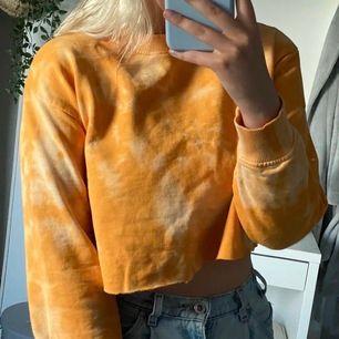 Från Na-kd, skit ball oversize sweatshirt.