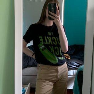 Rick and morty tröja i storlek S, men det är unisex så sitter lite oversized.