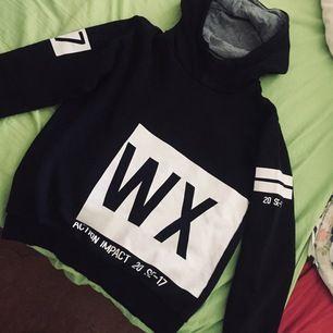 Bekväm och lite annorlunda hoodie med olika tryck