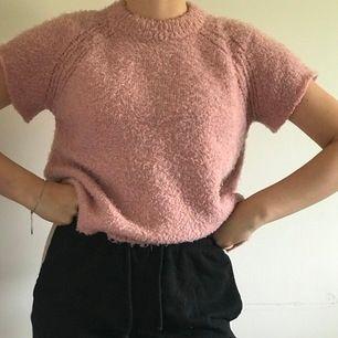 en rosa stickad tshirt som aldrig är använd