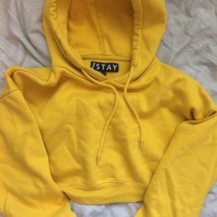 Croppad hoodie från Carlings i storlek S. Använd fåtal gånger. Köparen står för frakten!