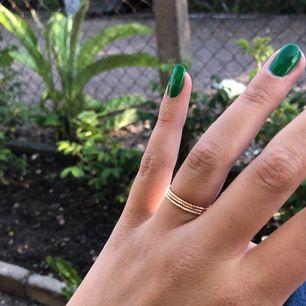 Tre fina ringar för 15kr/styck eller 30kr för alla! Nyskick, jag kan frakta❤️ dem passar perfekt för en som brukar ha M.