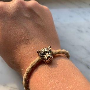 Fint armband från IA BON, använd ett fåtal gånger men är i väldigt bra skick⚡️ köparen står för frakten