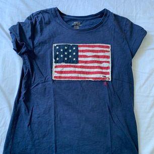 Ralph Lauren t-shirt i nyskick i storlek M. Köparen står för frakten! 🎈🧸