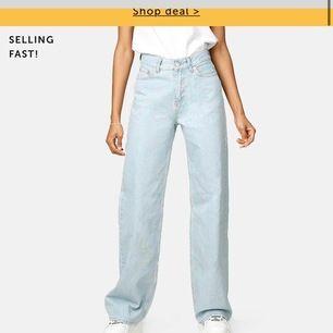 söker dessa jeans från Junkyard för ett bra pris + frakt och i bra skick
