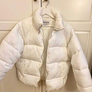 Fin vinterjacka, storlek 36. Använd fåtal gånger pga varit lite för stor. Från NAKD 100 kr + frakt tillkommer