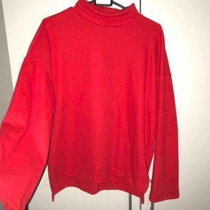 Mysig och fin röd tröja från Gina tricot❤️