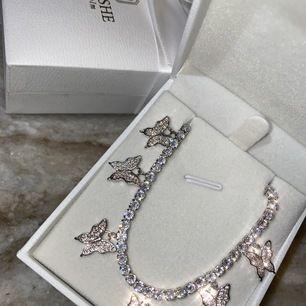Gulligaste smycken, elegant och vintage ni hittar allt i www.larushe.se checka på vår instgram konto : la.Rushe