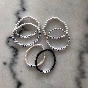 Välj ett valfritt armband med eget önskat motiv och färg, ett armband säljer vi för 100kr där vi skänker 25% av alla intäkter till unicef🦋🦋🦋