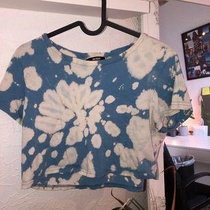 En fin tröja från bikbok som jag själv gjort om