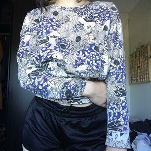 Oversized S(skulle definitivt kunna passa nån i M) tröja från Monki med gulligt mönster, frakt: 44 kr