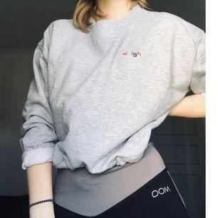 Säljer denna supersköna tröjan då den inte riktigt är min stil längre🙈