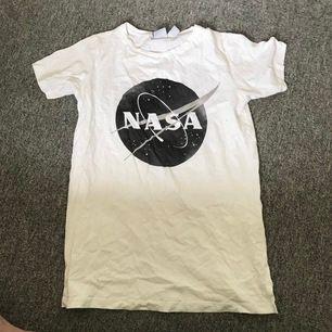 Nasa tshirt med tryck fram & bak👽 Storlek S, använd fåtal gånger