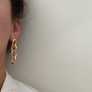 guldplaterade populära örhängen , ordpris 400