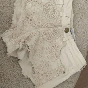 Vita snygga shorts från Bershka