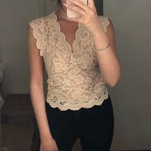 Ljusrosa tröja/linne i spets från Zara, helt oanvänd.