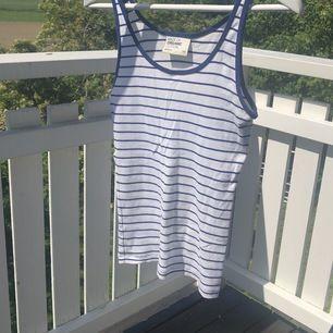 Randigt linne från Gina Tricot av ekologisk bomull. Använd fåtal gånger 💞