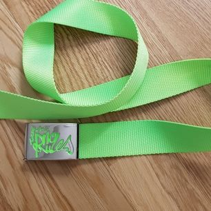 neon grönt bälte. otroligt coolt! frakt tillkommer på 22kr 💫