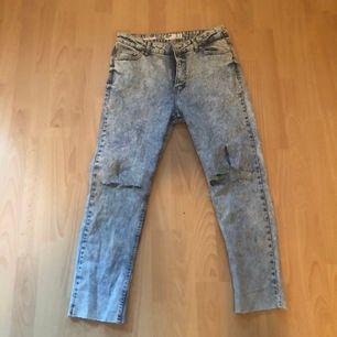 säljer mina snygga jeans med hål på knäna till någon som har mer användning för dem! Sååå sköna och älskar dessa! (Har ett par likadana) Helt nya har aldrig haft på mig pga att jag fått två par.