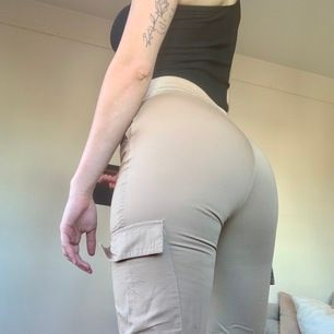 Selling this super nice beige pants because they're a bit too tight on me! If you have any questions just me know 🥰