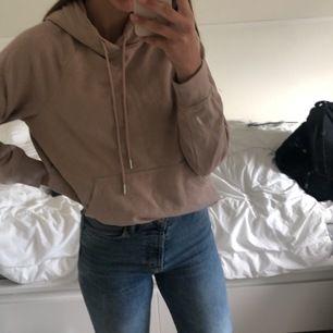 Oanvänd hoodie från H&M stl S🦋 (frakt ingår inom Sverige)