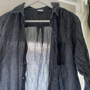 Linneskjorta som inte använts på ett tag, fraktar eller möts upp i Göteborg