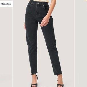 mörkgråa mom jeans från nakd🐛 så populära på deras hemsida. köpta för 400kr