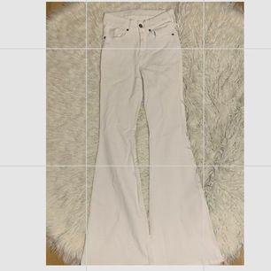 Aldrig använda vita bootcut jeans från dr.denim i storlek s