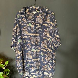 Vintage kortärmad skjorta i 80'S stil ! Storlek Xl 🪐🪐🦜 100kr iklusive frakt