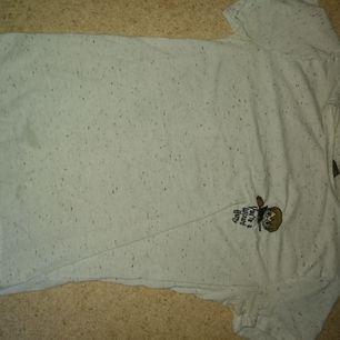 Harry Potter tröja från universal studios i storlek S. Köparen betalar frakt. Hund och katt finns i hemmet.