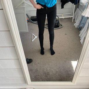Levis jeans i modell 710 super skinny. Storlek 26x32. Köpta för ca 1100kr, använda 2 gånger och säljes för 350kr +frakt 20kr