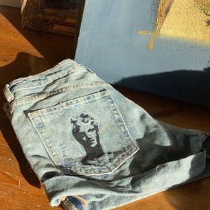 Ascoola shorts, aldrig använda dock köpta för många år sedan. I nyskick. Säljer då de är för små. 50 kr + frakt