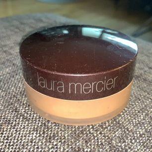 Rekommenderas Laura mercier miniral puder fortfarande fullt, säljs pga ingen användning sminkar mig knappt, Jätte fin i huden färgen e mellan Bronzebrunn👩🏽🌸