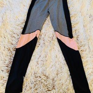 Nu säljer jag mina mycket bekväma tränings byxor pågrund av att de används för lite, de är knappt använda och är i fint skick, köparen står för frakten.
