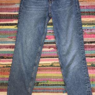 Aldrig använda, superfina jeans. Strl 32. Köparen betalar frakt