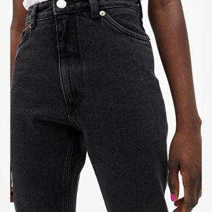 Sjukt snygga kimomo jeans. Säljer pga viktökning och de passar därmed inte. Har varit ett av mina favorit jeans men de kommer till bättre användning hos någon annan. Frakt står köparen för. Är i strl 24 vilket motsvarar xxs men själv skulle jag säga XS!