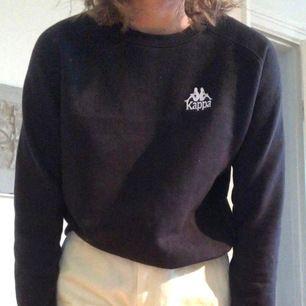 Asgo svart kappa swatshirt i perfekt skick