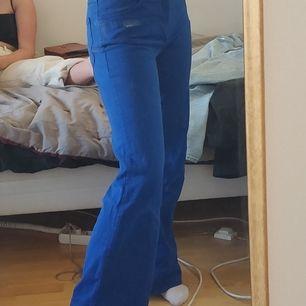 Vida midwaist jeans från acne i kobolt blå, 300 +frakt. Köpta secondhand men i bra skick. Kan eventuellt mötas i uppsala