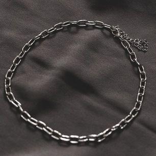 Nu lanserar jag blandannat detta halsband från det nya kollektionen från mitt företag ZOHIO Jewelry. Välldigt unikt och snyggt halsband, kan vara betydelsefull och därför även perfekt som gåva 💝 Endast ett begränsat antal säljs för detta pris!!