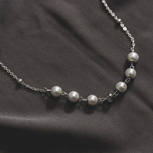 Nu lanserar jag blandannat detta halsband från det nya kollektionen från mitt företag ZOHIO Jewelry. Välldigt unikt och snyggt halsband med pärlor, kan vara betydelsefull och därför även perfekt som gåva 💝 Endast ett begränsat antal säljs för detta pris!!