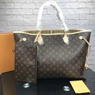 Fin Lv väska i äkta läder säljes. Väskan är helt ny & oanvänd. Mått på väskan : ( 40x 33x 20cm ) Hör endast av er om ni endast tänker köpa, uppta inte min tid i onödan tack! Vid snabbaffär kan jag gå ner i pris!