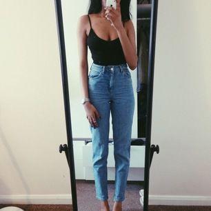 Skitsnygga jeans som tyvärr blivit försmå! Köparen står för frakt