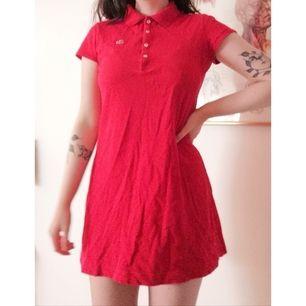 Denna fina klänning behöver ett nytt hem! Köpt secondhand så den är lite urtvättad men annars bra skick. Möts helst upp i Stockholm 💖